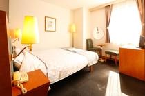 全客室クイーンサイズベッド(幅150cm×長さ200cm)を使用