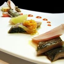 【Suoloディナー】目にも鮮やかな創作前菜、食べることを忘れてしまうくらいの出来栄えです