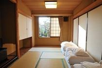 和室7.5畳 中広間を襖で仕切ったお部屋