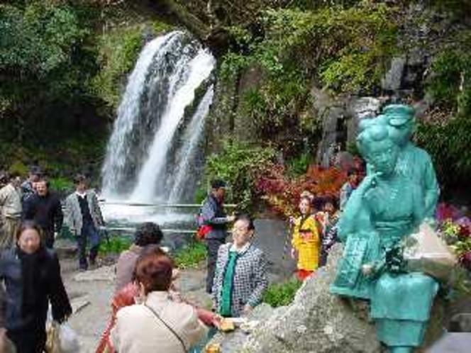 河津七滝の一つ「初景滝」