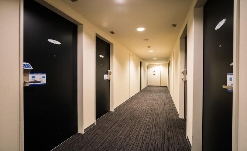 廊下も清潔にしております。