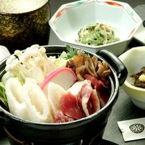 *秋田を代表する名物料理「きりたんぽ鍋」
