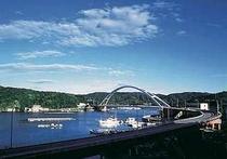 お部屋から望める麻生浦大橋