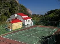 テニスコートは無料、自然の中でリフレッシュ!