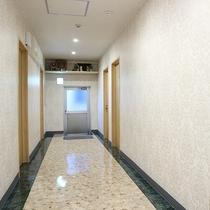 *【館内一例】廊下(1階)