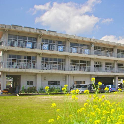【外観】廃校になった小学校を利用した宿泊施設