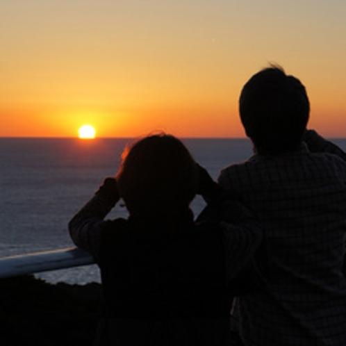 ダルマ夕日 〜冬季、気象条件が整えば見られます〜