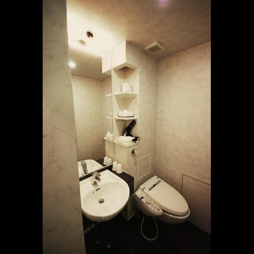 独立した洗面台とトイレ