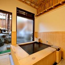 *【宝の湯】木のぬくもりが心地良い貸切風呂。プライベート空間で癒しのひと時をお過ごし下さい。