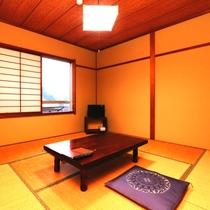 【客室】本館8畳。トイレなしのお部屋です。リーズナブルにご利用いただけます。