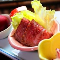 【夕食】一例。前菜にはおいしいものをちょっとずつ。