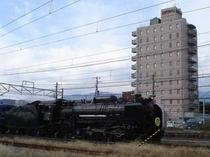 ホテルから見えるD51形式蒸気機関車