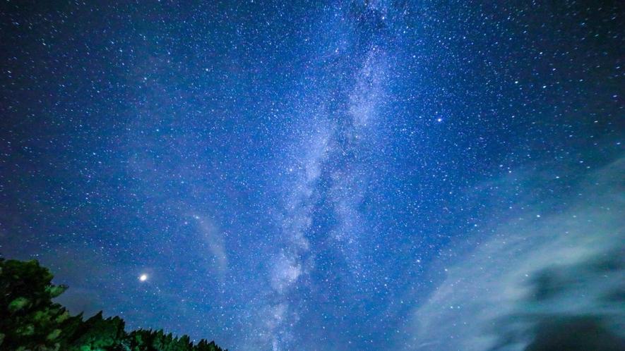 *【鳥取の星空】倉吉にて撮影。当館の庭園からも満天の星空をお楽しみいただけます。