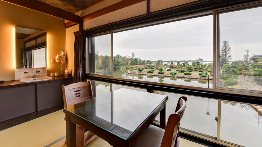 *レイクビュー和室6~8畳・禁煙・ベッド)湖と広大な庭園を望むお部屋です
