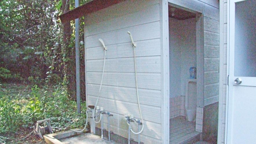 屋外シャワー&トイレ
