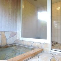 *[貸切風呂/大]大きいほうのお風呂は露天風呂と内湯が付いてゆったり。