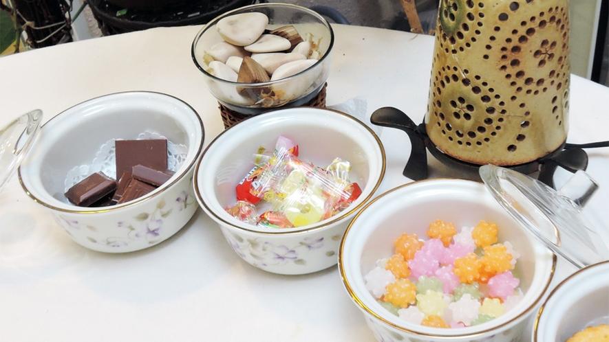*[パティオルーム]リラックスタイムのお供にちょっとしたお菓子をご用意してあります。