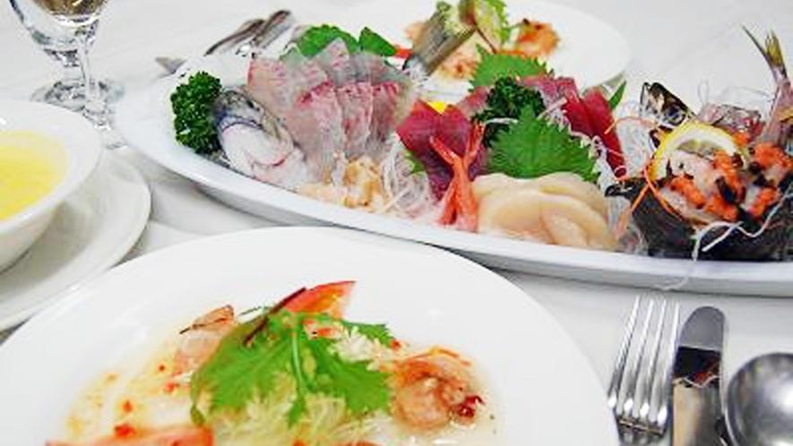 *[夕食一例/刺身盛り合わせ]シェフ特製のコースディナーと新鮮なお刺身を堪能。