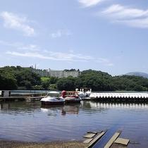 *[一碧湖/車で5分]定番のスワンボートでのんびり湖面のお散歩。