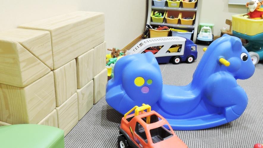 *[ダイニング併設プレイルーム]種類豊富なたくさんのおもちゃでお子様を飽きさせません。