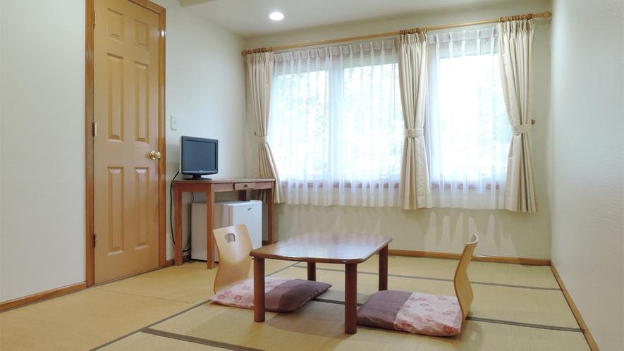 *[和室8畳一例]気軽にくつろげる人気の和室。畳に足を伸ばしておくつろぎ下さい。