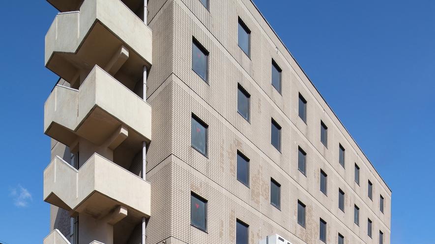 【外観】JR松任駅から徒歩3分。無料駐車場完備のアクセスしやすいホテル♪ビジネスや観光拠点に