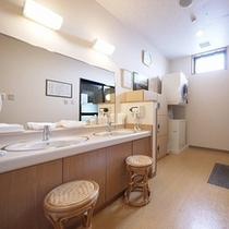 女浴脱衣室