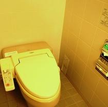 ツインルーム ユニットバス内のトイレ