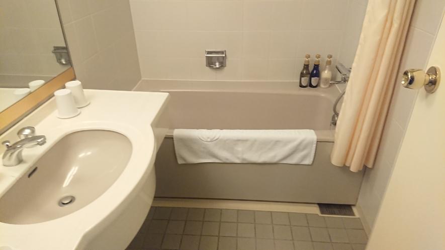 ツインルームのバスルーム ※別角度画像