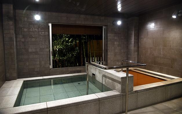 【個室ダイニング】神戸ビーフ×鮑付きの会席料理コースと8か所の家族風呂