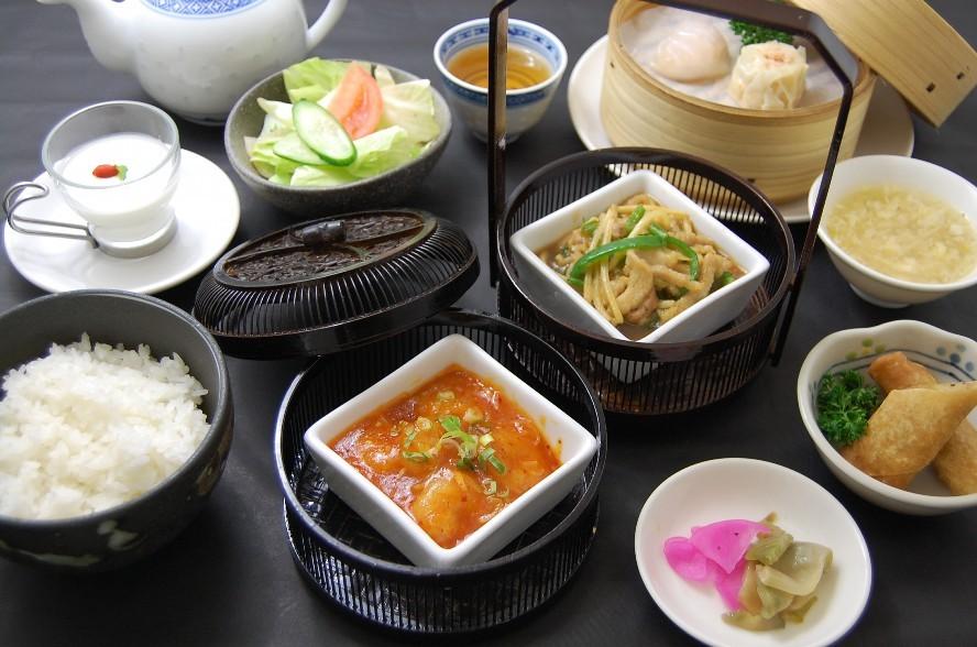 《ご夕食》本日の料理長おすすめセット 一例(地下1階「餃子屋台」)
