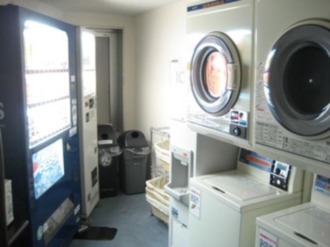 3階に、コインランドリー・電子レンジ・製氷機・自動販売機を設置。