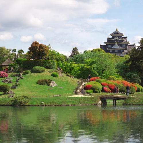 岡山後楽園から岡山城を望む