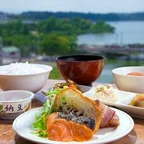 静かに目覚める水戸の朝――穏やかで心落ち着く空間の中、ごゆっくり朝食をご堪能下さい。