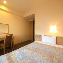 ■シングル14平米■ベッド幅は120㎝幅とゆったりサイズ。少し体が大きめの方は、こちらのお部屋がオス