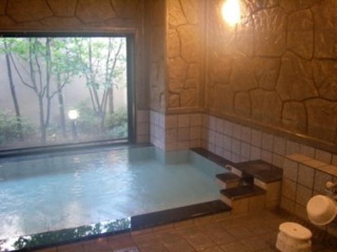 活性石の人工温泉大浴場♪