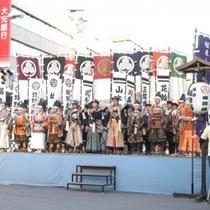 米百俵まつり 長岡が誇る「米百俵の精神」をテーマに、秋の収穫祭と併せて誕生。(徒歩5分)