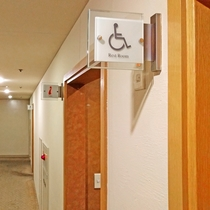2階には、車イスのお客様専用のお手洗いをご用意しております