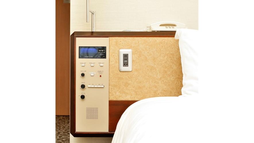 【シングル全室共通】枕元にUSBコンセントをご用意しております