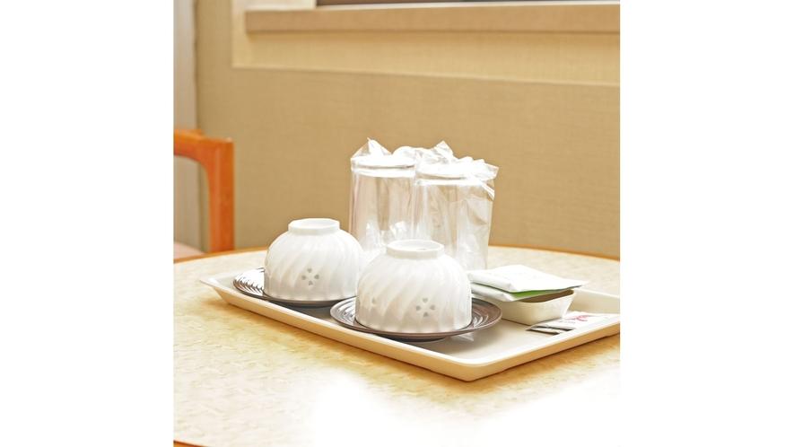 【スタンダードタイプ全室共通】湯呑をご用意しております(日本茶・梅茶パック付)