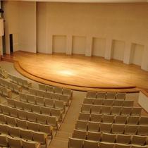 NCホール  優れた音響、照明設備にゆとりあるシートアレンジで、多目的にご利用いただけます。