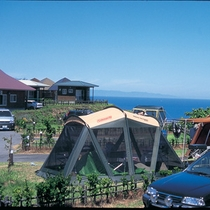 和島オートキャンプ場 日本海を見晴らす丘に立つキャンプ場。(車で約40分)