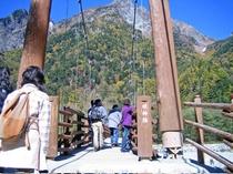 [上高地・明神橋]人気の上高地までは当館から車で約90分