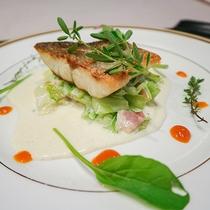 *[夕食一例]見た目も美しいお魚料理♪お肉とお魚両方楽しめます
