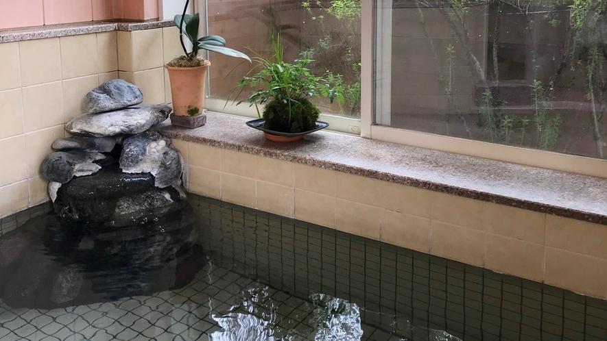 *新緑が見えるお風呂/お風呂から青々とした新緑を眺めることができます。