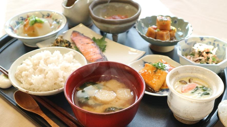 *[朝食一例]心がほっと落ち着くあたたか~い朝のお味噌汁