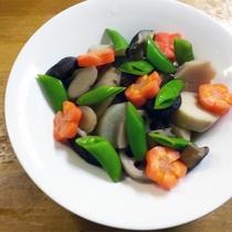 *[正月料理一例]丁寧に炊き上げた筑前煮