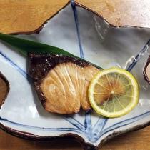 *[正月料理一例]お正月の縁起物♪寒鰤の幽庵焼きかぼす添え