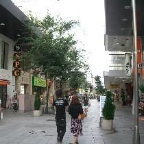 ホテルから徒歩5分若者の街竪町ストリート