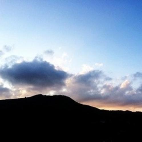 車山に沈む夕日を《西側客室》